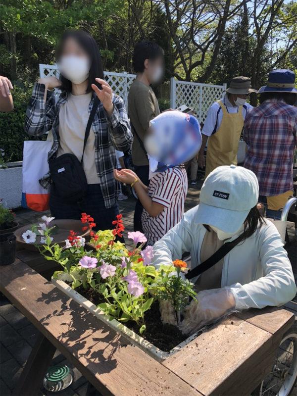 福祉花壇秋の植え替え07